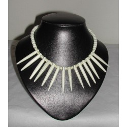 Collier ethnique : Tribal pointe d'os blanc
