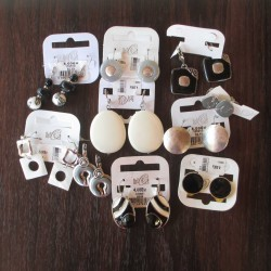 Lot 10 boucles d'oreilles white and black