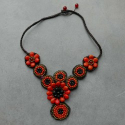 Collier en macramé Indira orange.